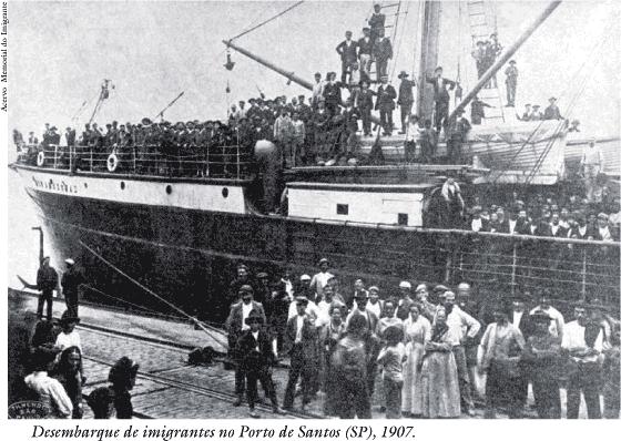 Desembarque de imigrantes no Porto de Santos (SP), 1907